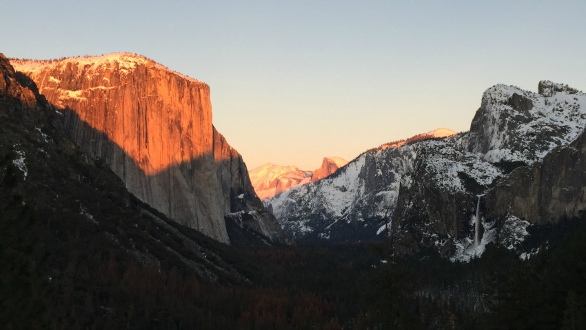 After a fun-filled day of adventuring in Yosemite, we watched golden hour at the Tunnel View.